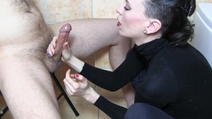 Sylvia Chrystall s artistic CFNM handjob in her bathroom.HD.