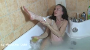 Sexy Hot Mom Foot Shaving in Bathtub Before Blowjob Sylvia Sucker Chrystall