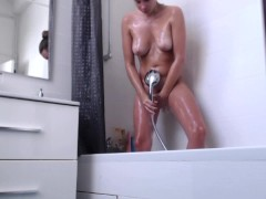 Mon vieux me film sous la douche EJACULATIONS FEMININES MASSIVES