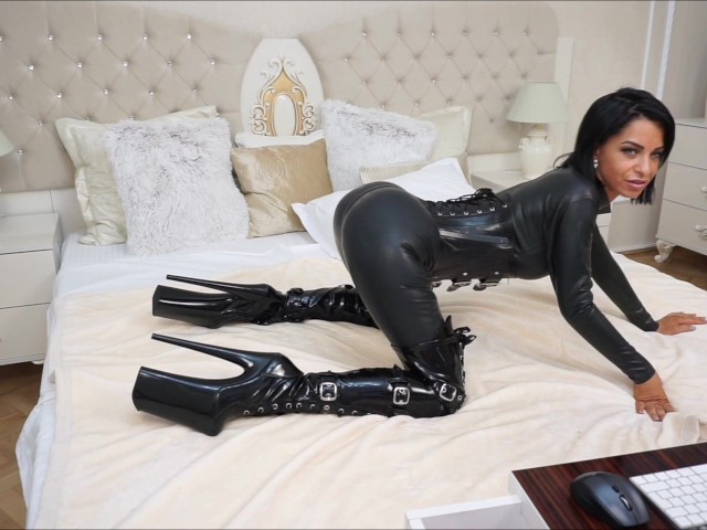 image Anisyia livejasmin stockings high heels geting fucked by machine part2