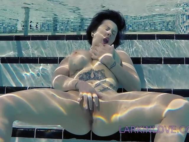 Larkin Love Public Masturbation Finger Fucking Underwater -5957