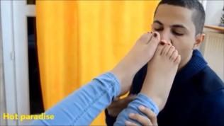 Jeune Femme Arabe Mariée Me Propose Ses Délicieux Pieds