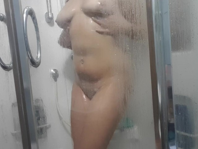 Bbw Gives Golden Shower