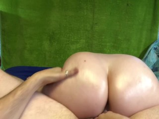 LunaLaney can't resist a creampie quickie after massage