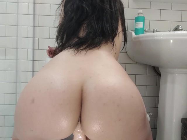 Big Fat Oiled Ass Twerk