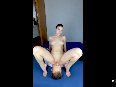 Young Teen Saddled Her Boyfriend's Face FACESITTING Pussy Lick (MihaNika69)