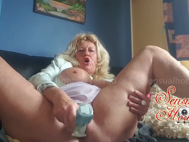 Free mature women fucking dildos pics