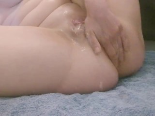 Milf masturbating with buttplug and fist, massive squirt