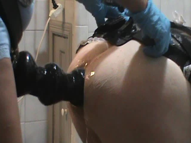 Huge Strapon Pegging Mistress