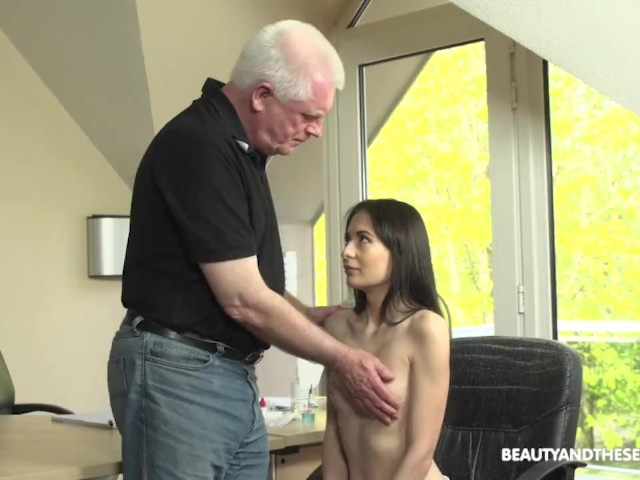 Senior Doctor Gives Hot Patient Sexual Treatment
