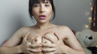 JOI Punheta guiada em português – Goza nos meus peitos