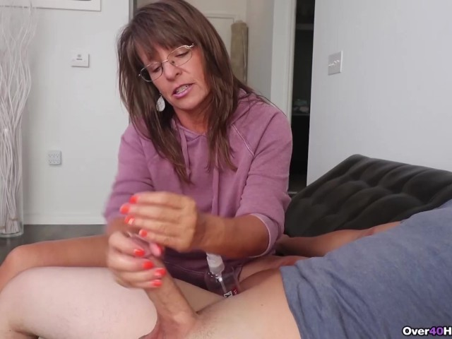 Girl Caught Mom Masturbating