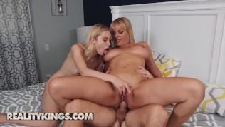 Reality Kings – распутная блондинка Chloe Cherry делится членом с мачехой