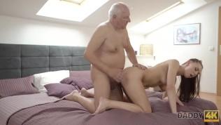 Толстяк daddy4k не может устоять перед красивой сексуальной леди
