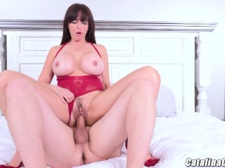 Cam bitch with full grown boobs displays her guy who's boss within the Amazon