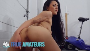 TrueAmateurs – Slim Asian Chick Knows How To Fuck Her Bf Big Hard Dick