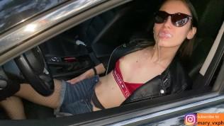 Быстрый минет прохожему через окно машины и сперма в рот