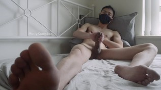 Porn Gay XXX  Big handsfree cumshot all over my sheets from nipple play